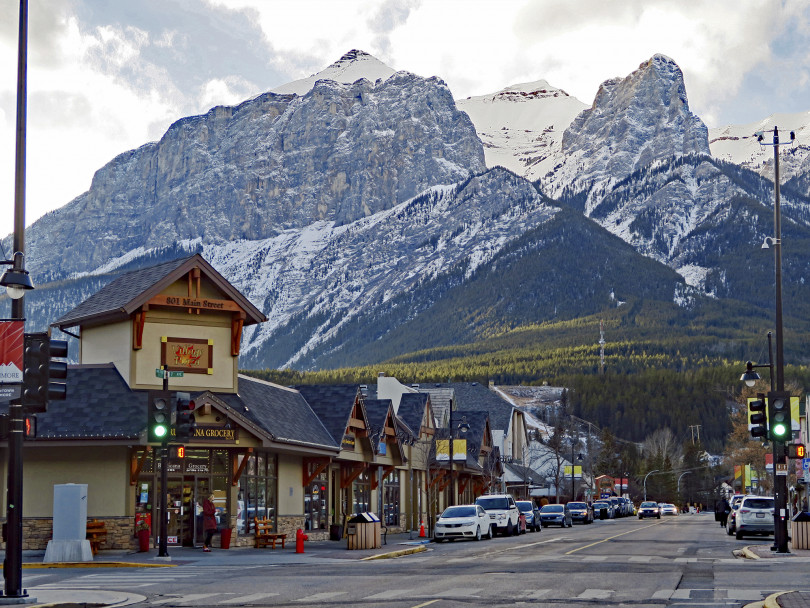 CANMORE-BEST-COMMUNITIES-CANADA-810×608-1564678540