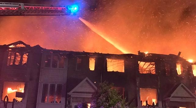 Kanada'da-çıkan-yangında-11-ev-küle-döndü